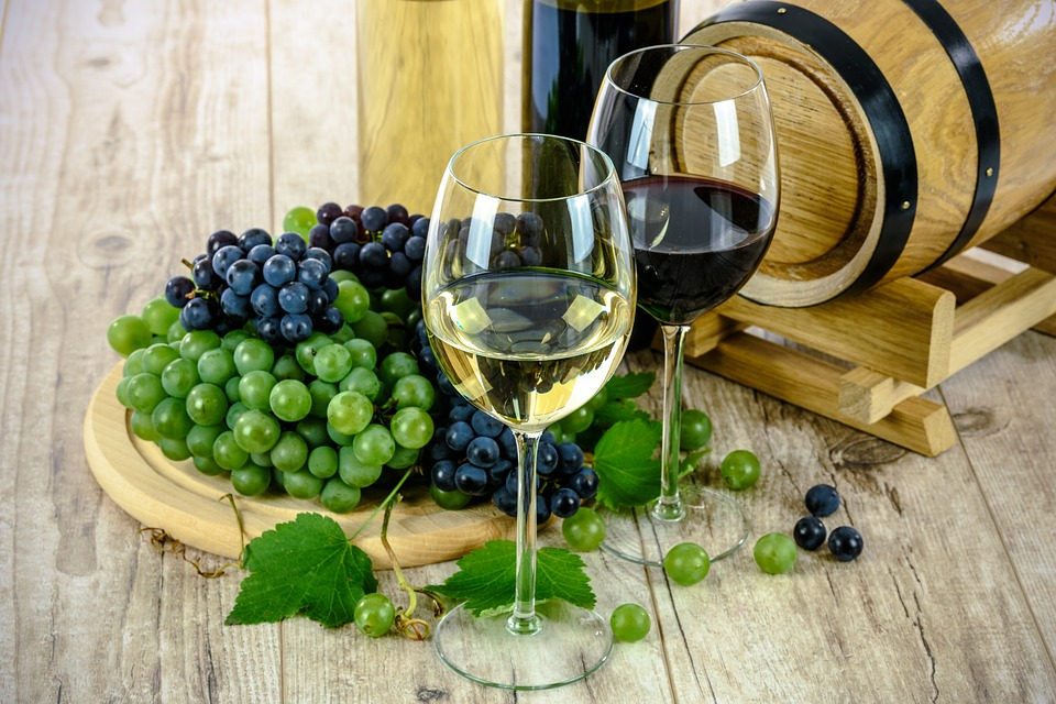 Za dobrým vínem se vyplatí vyrazit do Francie